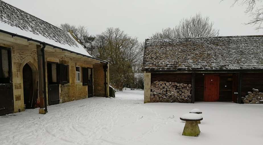 snow, Wiltshire, wonderland, stable yard, staddle stones